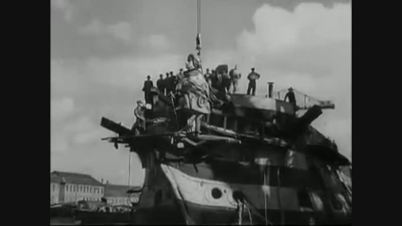 1949: HMS Implacable, 149-летний линейный корабль, который пережил Трафальгарскую битву, отплыл на затопление.