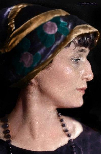 Колоризированные фотографии известных поэтов и поэтесс прошлого