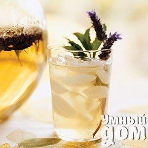 9 рецептов освежающего ледяного чая Ледяной чай в жару — настоящее спасение. Этот волшебный напиток куда приятнее пить, чем обычную воду. Он тонизирует и освежает, а ещё обладает множеством полезных свойств. Кстати, холодный чай может выступить в качестве напитка и на летней вечеринке, особенно если подать его красиво. В этой статье мы расскажем о нескольких рецептах самого вкусного холодного чая. У вас впереди целое лето, чтобы попробовать их все! Ромашково-лавандовый чай с мятой Ингредиенты:…