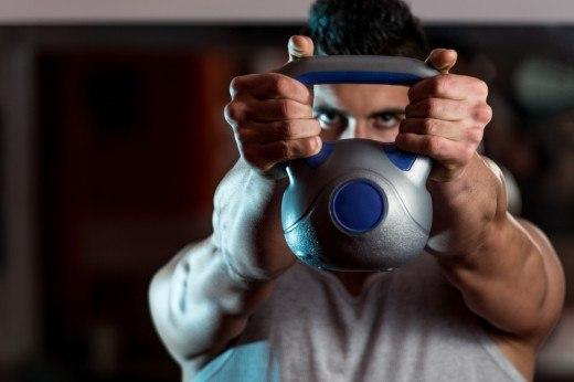 69 упражнений с гирями, которые помогут вам быстро обрести хорошую форму
