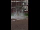 Прорыв воды возле петербургской школы (01.10.2018)