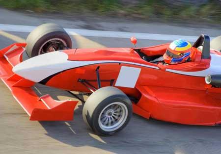 Любой вид спорта, который включает в себя скоростные гонки, как Формула 1, очень опасен.