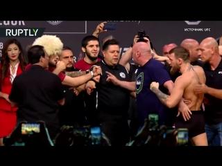 Макгрегор попытался ударить Нурмагомедова во время церемонии взвешивания