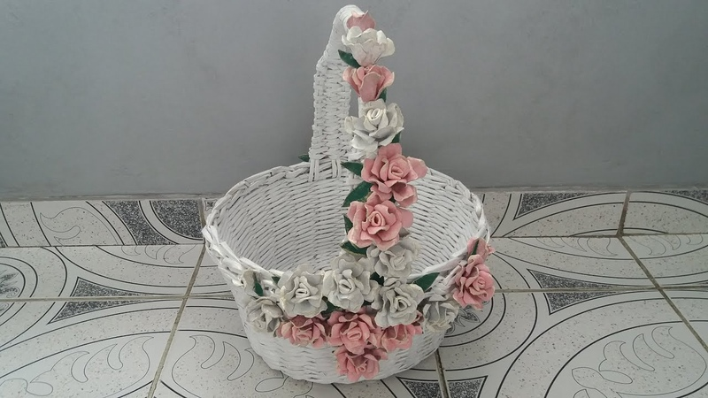 Cos cu trandafiri din cartoane de oua--Basket with egg cartons roses