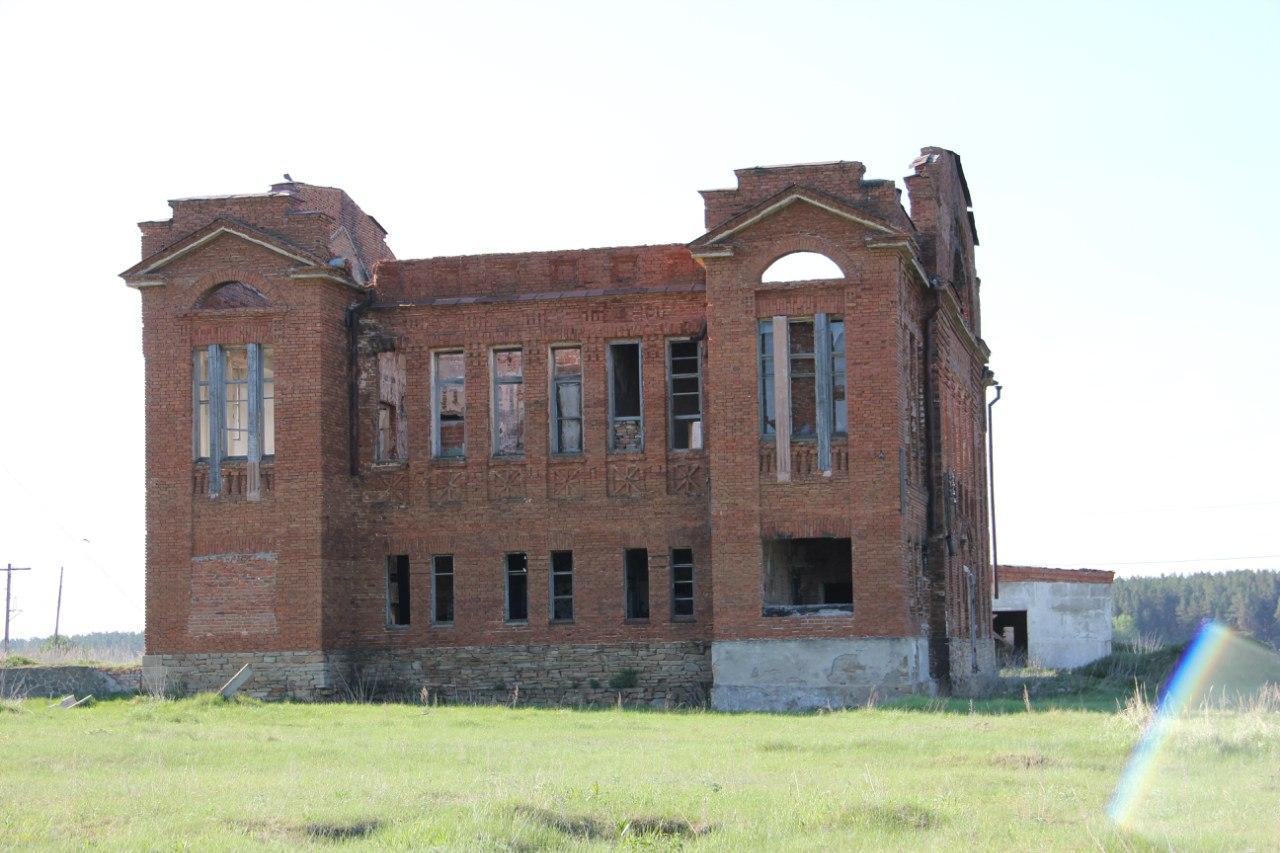 Развалины купеческого дома. Местные рассказывают о жутких привидениях обитающих там... (04.07.2014)
