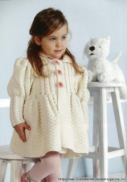 Пальто для девочки вязать спицами