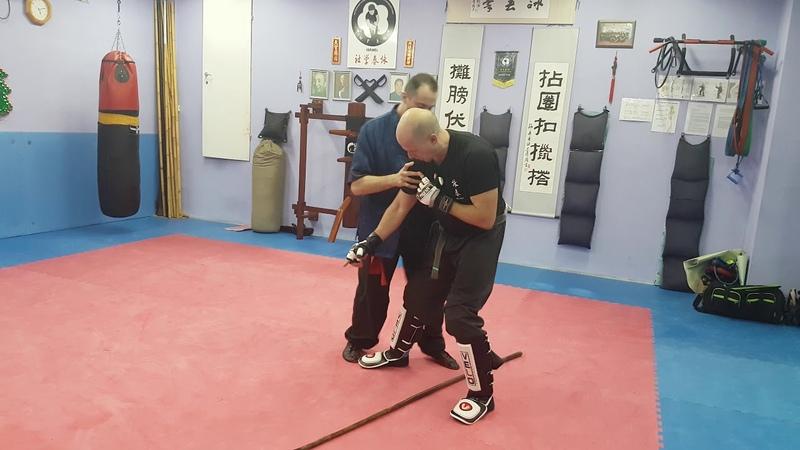Distance reduction, breaking balance and throw. Выведение из равновесия Вин Чун. (Wing Chun)