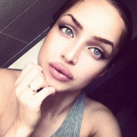 Девушка с сексуальными губами