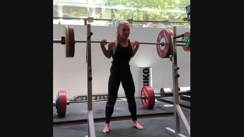 Хэтти Бойдл, фитнес-модель. Присед 100х15