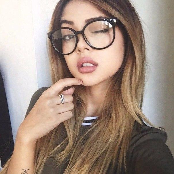 Сексуальные в очках