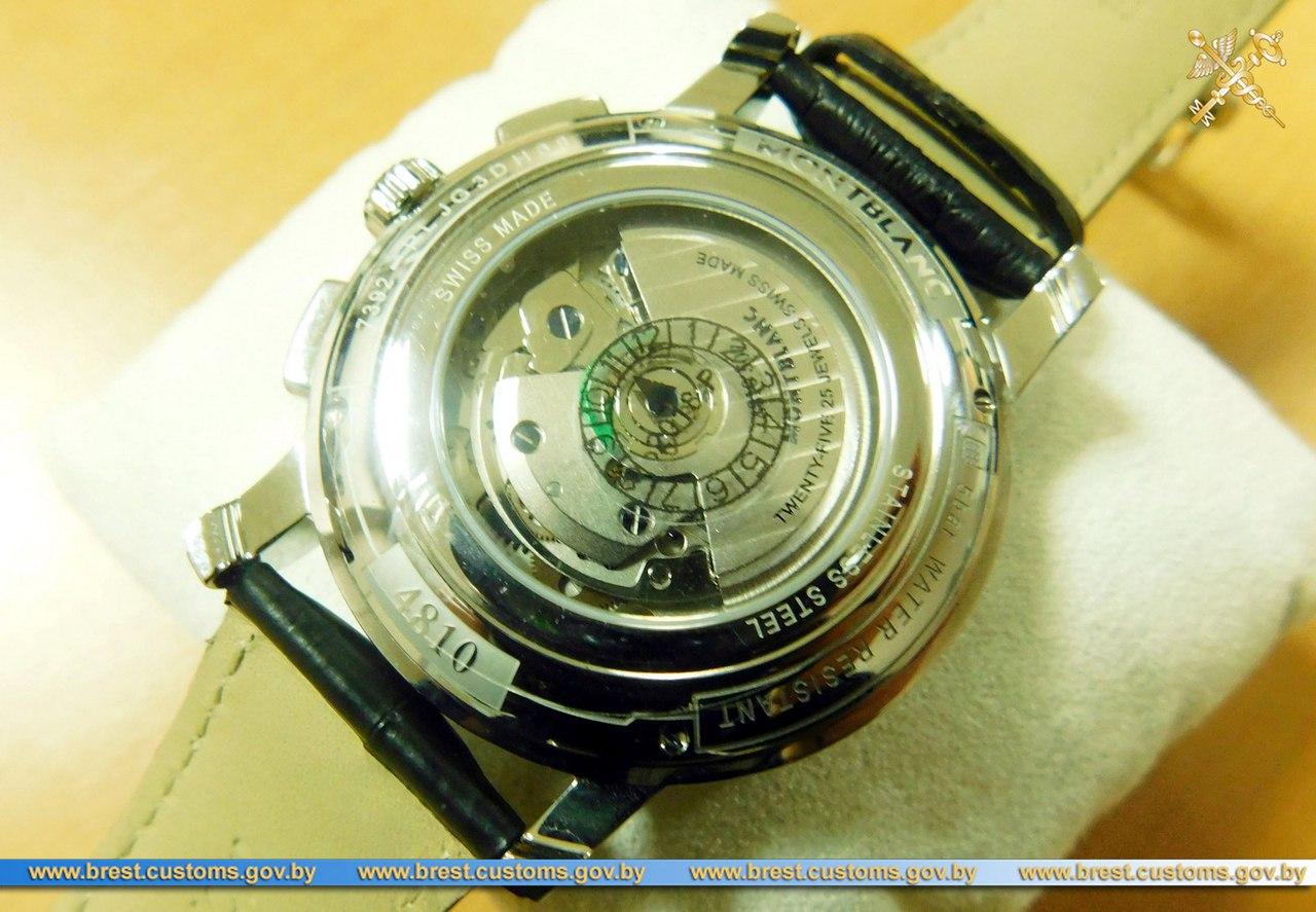 """Швейцарские часы и сумочку Chanel изъяли у """"забывчивых"""" пассажиров брестские таможенники"""