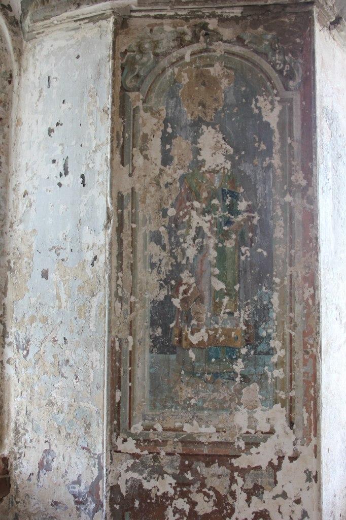 Одна из самых пострадавших фресок. В этом месте ещё 25 лет назад был цементный склад... (04.07.2014)