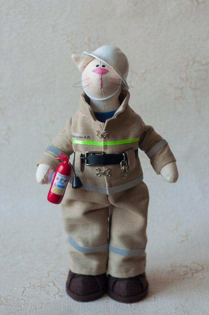 пожарный кукла