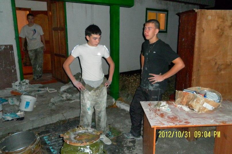 """Бойцы клуба """"Святогор"""" делают ремонт на погранзаставе в Усть-Коксе"""