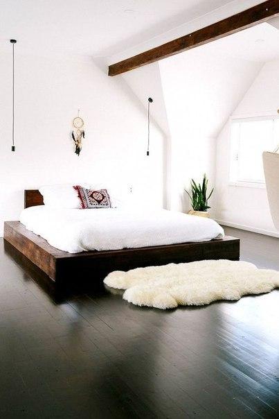 Интересные варианты кроватей на подиуме