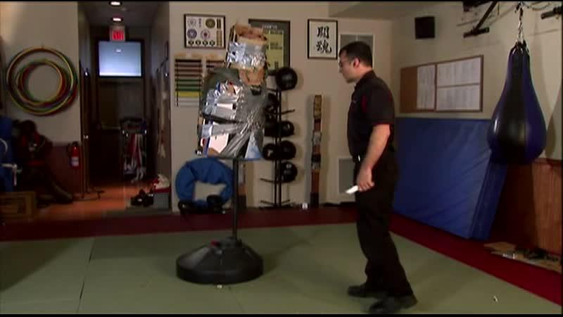Курс самозащиты (Демиан Росс) The Self Defence Training System. Модуль 9-2. Работа ножом и палкой, отработка на манекенах.