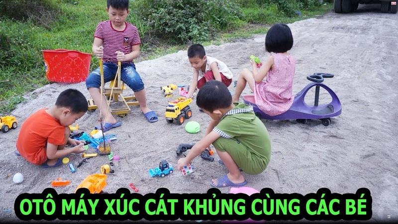 Chơi máy xúc cát cùng các bé, tổng hợp nhiều đồ chơi cho bé   Vui Cùng Bé