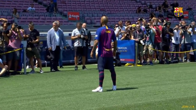 Arturo Vidal Unveiled At Camp Nou - Arturo Vidal Presentation At Barcelona.mp4