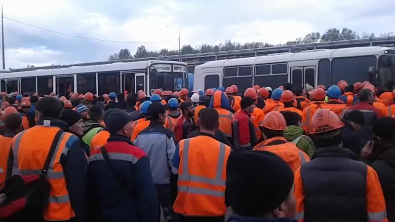 Посадка пассажиров в Тобольске на заводе Сибур