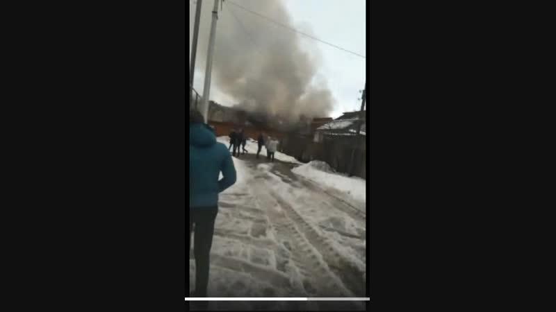 В Новом Осколе горит бывший мясокомбинат. Видео от подписчика.
