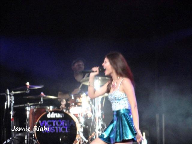 Victoria Justice Chicago (Tinley Park) Full Concert 2013