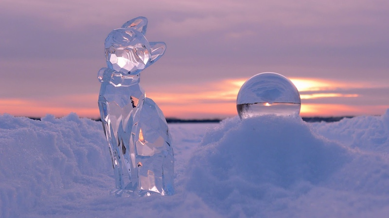 Картинка зима. Зима, закат, лёд, скульптуры, кошка, снег, шар.