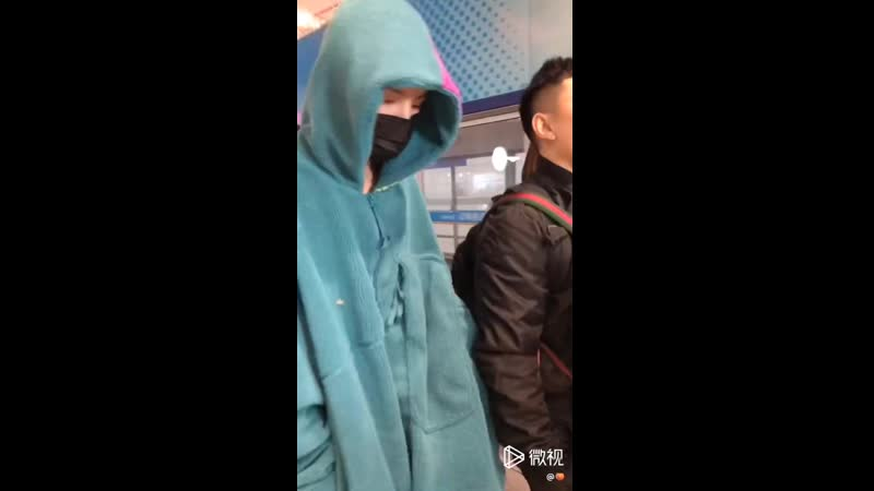 221118 ONERs Ling Chao airport fancam PEK - CAN
