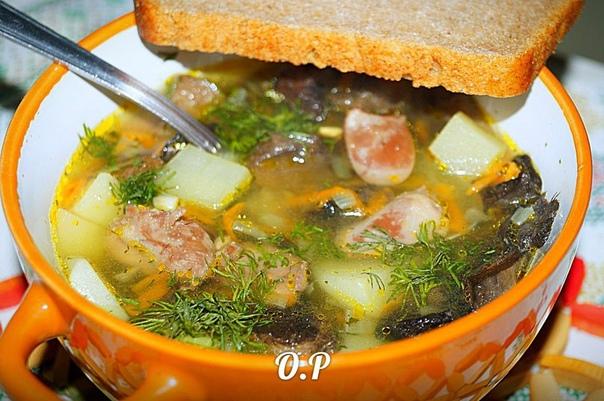 Грибной суп с лесными грибами и куриными сердечками