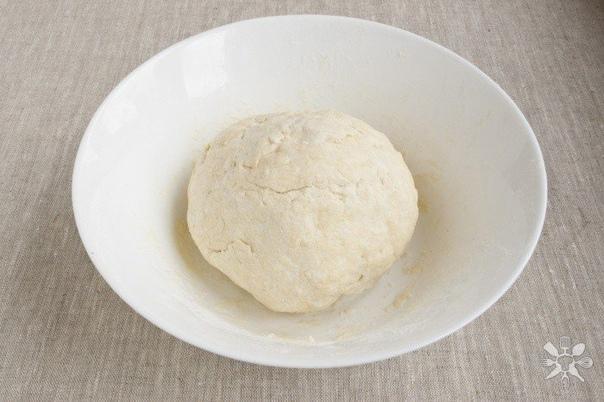 творожные рогалики с орехами нам понадобится: - творог 400 г (5% жирности);- орех грецкий 50 г (или смесь орехов)- сахар-песок 4 ст. л.- сливочное масло 200 г (не заменять маргарином)- мука