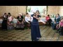Молодая цыганка танцует