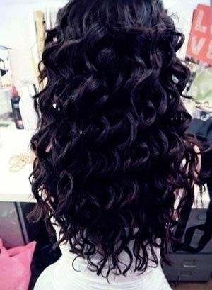 1. Завивка волос на крупные локоны    - Разделяем волосы на зоны и закалываем их на затылке.  - Выделяем прядь шириной примерно 2 см, обрабатываем ее  ...