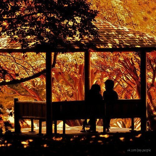 Просто - любите. Просто - прощайте… Сделать не можете - не обещайте. Не обижайте и не завидуйте,  Зря не страдайте и время цените,  В сердце, в душе зла не держите… Просто мечтайте, дерзайте, творите Просто, с любовью к людям — живите!