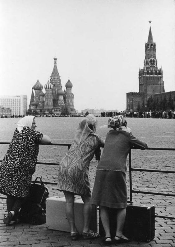 На Красной площади, Москва, СССР, 1960 год. Фотограф: В.Ахломов.
