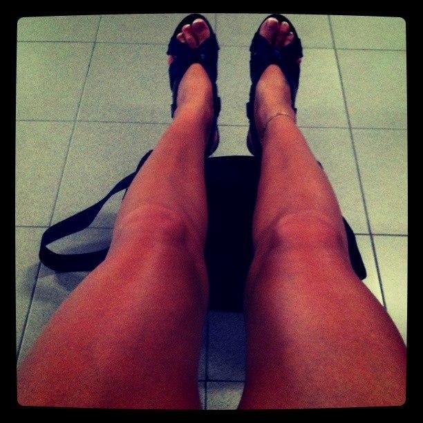 Хуй между толстых бабских ног фото 123-547