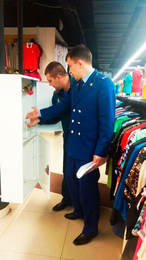 В Курчатове прокуратура добивается закрытия торгово-офисного здания