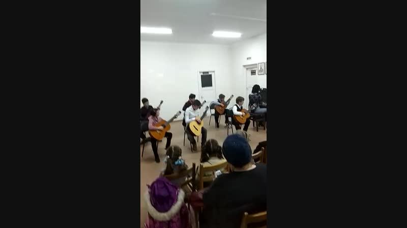 Танец Бабы-Яги...муз.А.Ляпина...исп.ансамбль гитаристов....рук.Светлана Писаренко