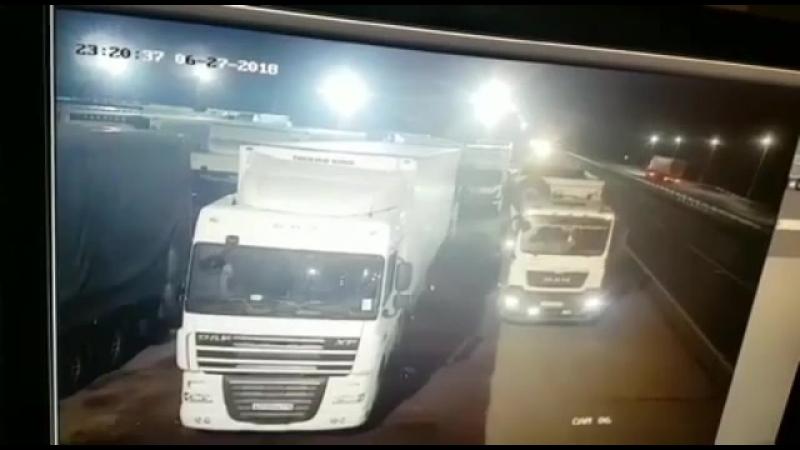 Видео аварии с двумя дальнобоями в Челябинске 28.06.2018