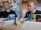 Смешное видео. Мальчики спорят о зарождении жизни на земле или Адам и Ева породили инцест