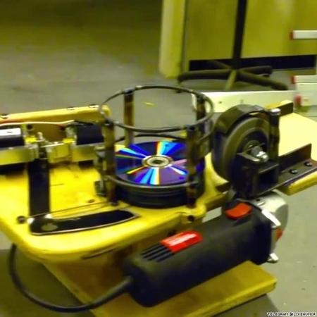 В эпоху облачных сервисов и флешек лучшее применение для старых компакт-дисков