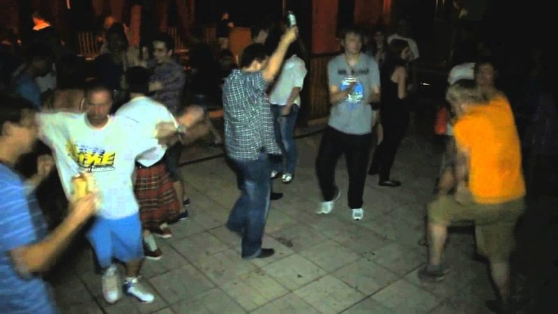 Виктор Зуев танцует
