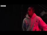 Выступление Travi$ Scott на фестивале «Reading and Leeds» с композицией «Sicko Mode» [Новая Школа]