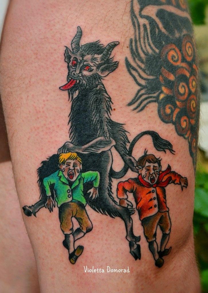"""Художественная татуировка """"Черт тащит в ад двух маленьких негодников"""", от Виолетты Доморад"""