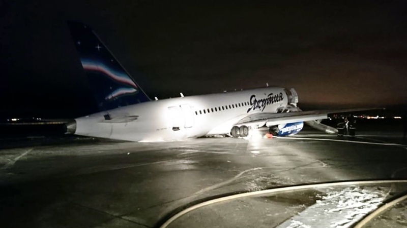 ВЯкутске пассажирский самолет выкатился запределы взлетно-посадочной полосы