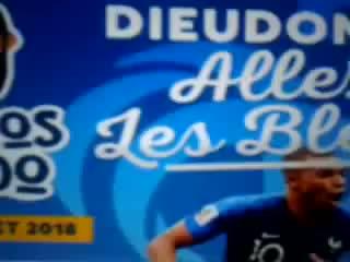 Pourquoi  y - a - t - il  autant  de  black  dans l' équipe  Française  de Football  _