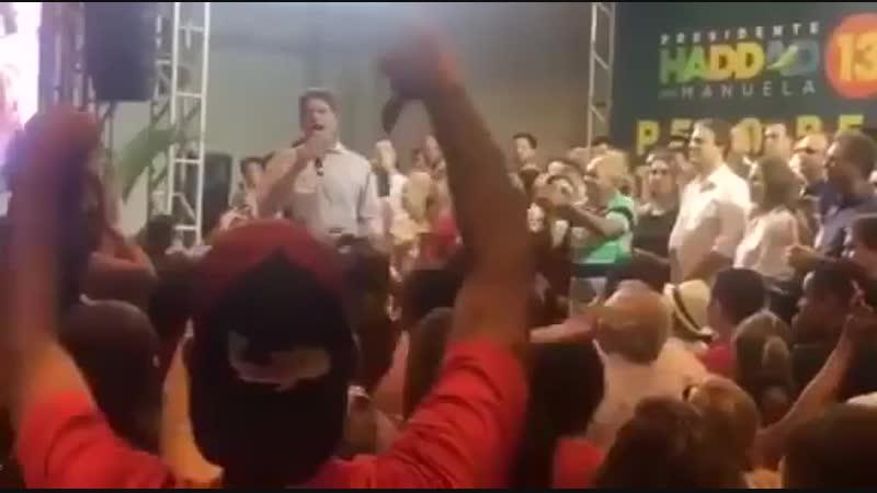 O Cid Gomes, irmão do Ciro, foi num evento do PT e desceu o pau no partido