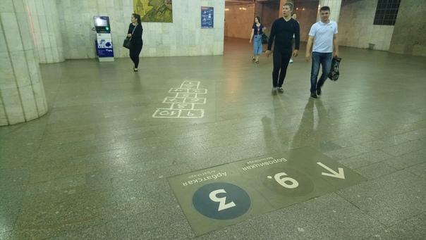 В метро наклеили класики! Крутяк  23 июня 2018