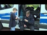 Hamburg G20-Gegner spielt Tic Tac Toe mit Polizisten