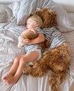 3-х летний усыновлённый мальчик и пёс из приюта – лучшие друзья.