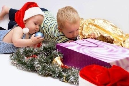 Пока дети еще маленькие и верят в Деда Мороза у родителей есть уникальная возможность совершать настоящие чудеса и исполнять желания… Не упустите это быстротечное время — побыть волшебником…