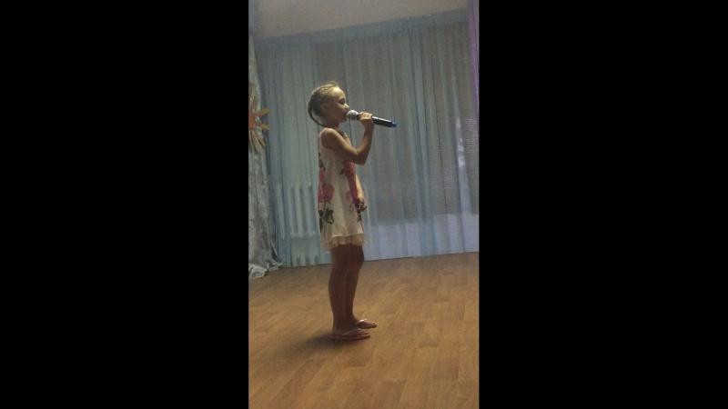 Шоу талантов песн про маму